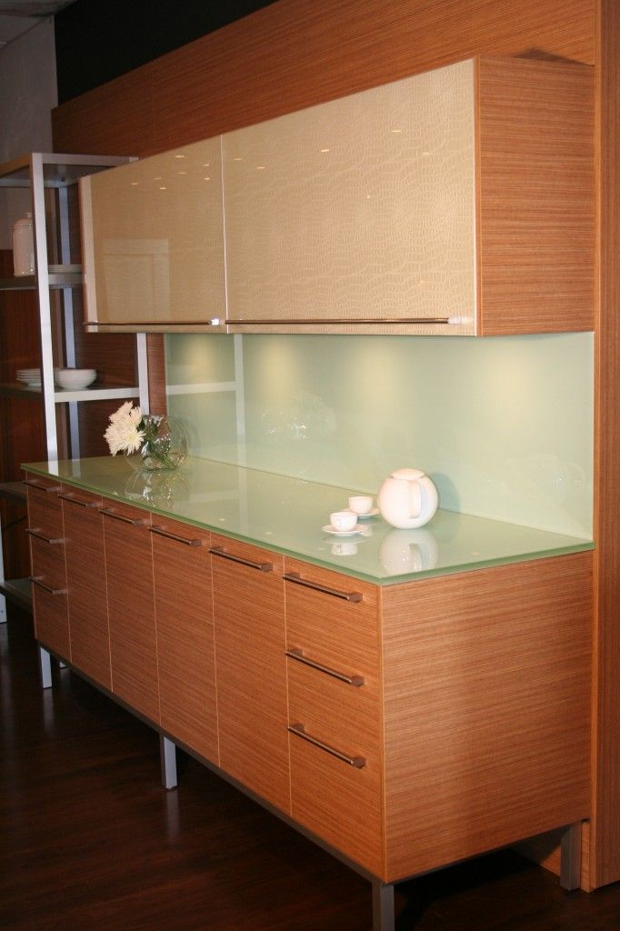 Display counter and cabinet